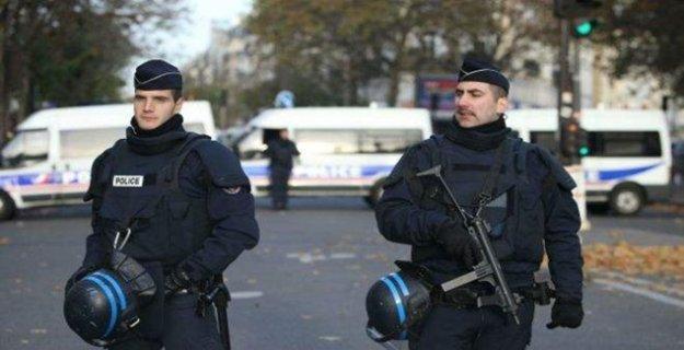 Fransa'da olağanüstü hal kararı uzatıldı