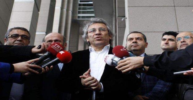 Gazeteciler: Gazetecinin görevi devletin çıkarını korumak değildir