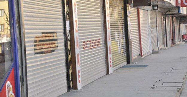 Hakkari'de kepenkler Yüksekova için kapandı