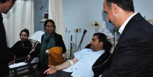 Hakkari'de polisin gaz fişeği HDP'li vekilleri yaraladı