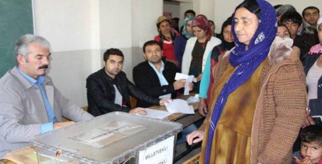 HDP ve DBP, illere göre seçim saatlerine dikkat çekti