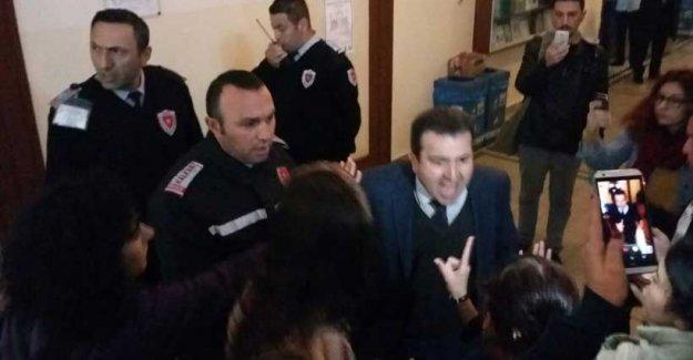 İstanbul Üniversitesi'ndeki taciz protestosuna özel güvenlik saldırdı!