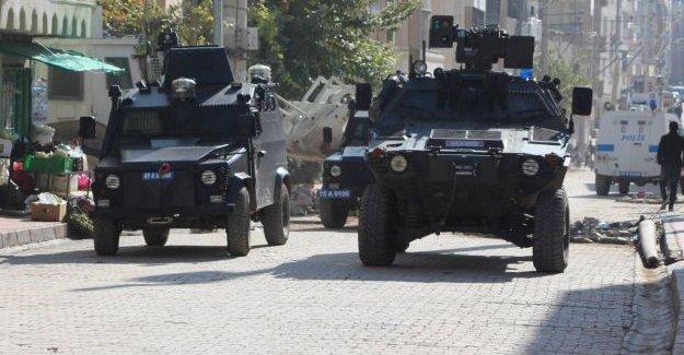 Polis Nusaybin'de ev baskınları düzenledi