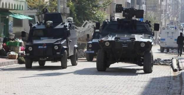 Dargeçit'te zırhlı araca saldırı, Nusaybin'de patlama