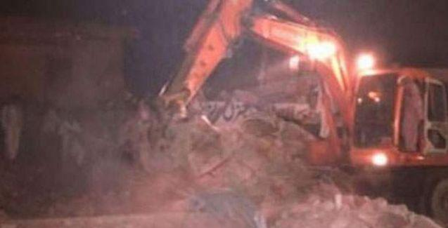 Pakistan'da fabrika çöktü