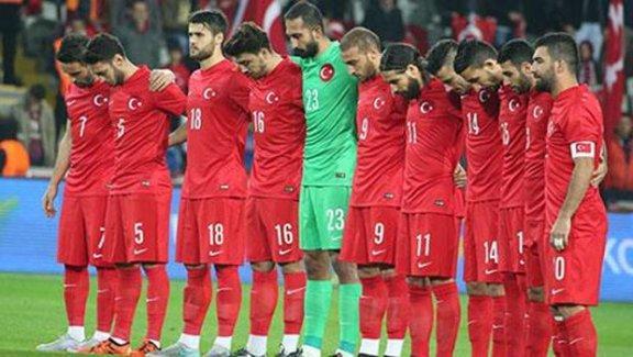 Saygı duruşundaki ıslık ve tekbir sesleri dünya basınında: 'Bir dakikalık utanç'