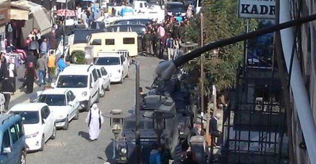 Sur'da polis bir çocuğu sırtından vurdu