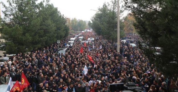 Tahir Elçi'yi son yolculuğuna yüz binler uğurladı