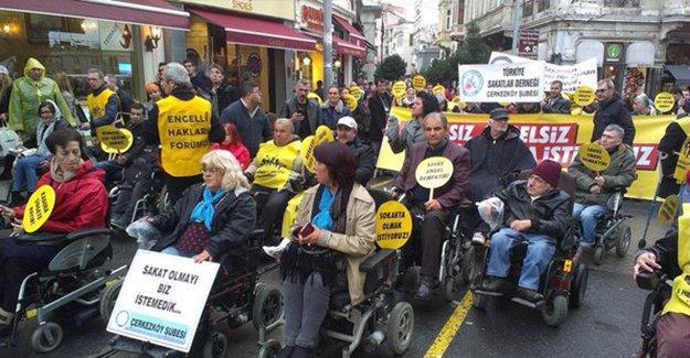 Taksim'de engelsiz bir dünya için yürüdüler