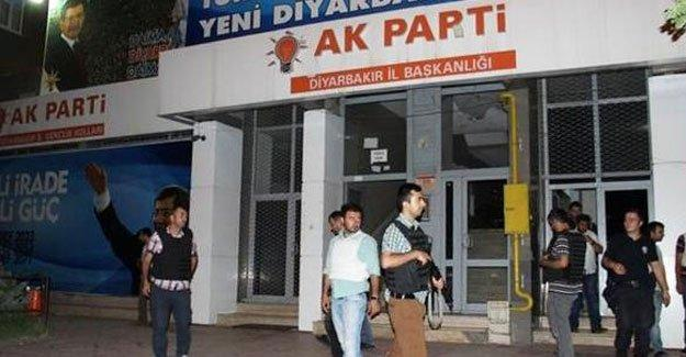 AKP binasına ses bombalı saldırı