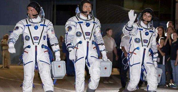 Astronotlar  Dünya'ya döndü