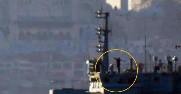 Boğazdan geçen Rus savaş gemisinde asker füzeyi atış pozisyonunda taşıdı