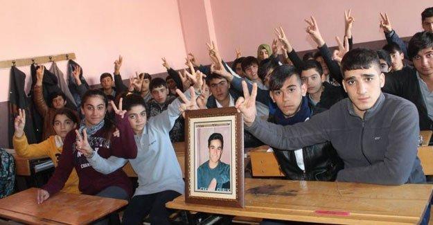Çekvar'ın arkadaşları okulu boykot etti