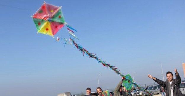 CHP'li vekiller Silivri'de gazetecilere özgürlük için uçurtma uçurdu