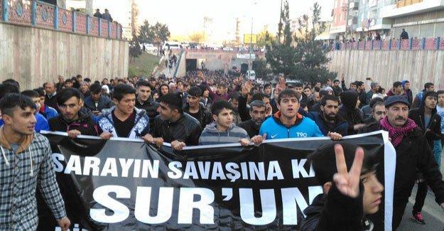 Diyarbakır'da Sur yürüyüşüne saldırı