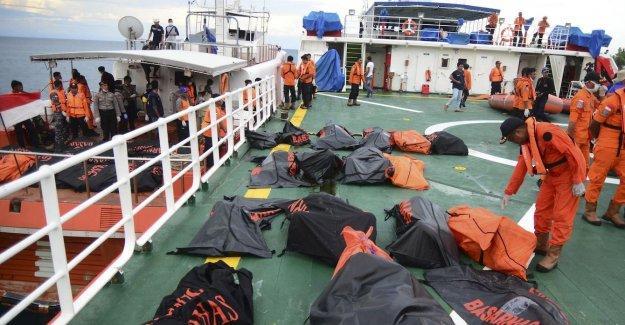 Endonezya'da yolcu gemisi faciası: En az 63 ölü