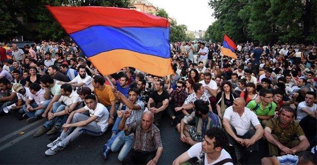 Ermenistan'da halk Meclis'in yetkilerinin artırılmasına 'Evet' dedi