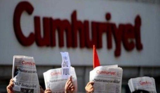 Gül ve Dündar'a destek için 'Cumhuriyet Nöbeti' başladı