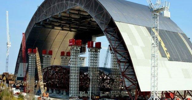 """Halen tehlike saçan Çernobil'e """"çelik miğfer"""" giydiriliyor"""