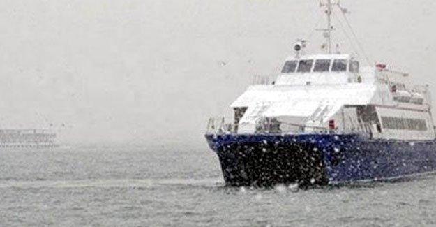 İstanbul'da deniz ulaşımına kar engeli
