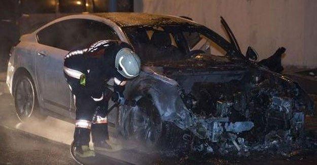 Eyüp'te 5 araç yakıldı
