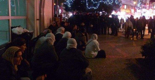 İzmir'de KJA'lı kadınlar gözaltına alındı