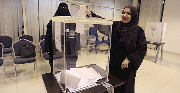 Kadınlar katıldıkları ilk seçimde 3 temsilci çıkardı
