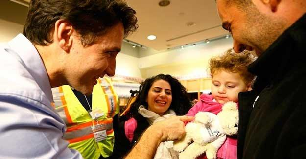 Kanada'ya gelen Suriyeli mültecileri bizzat Başbakan Trudeau karşıladı