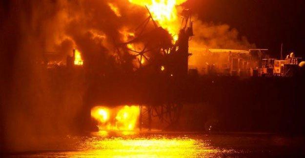 Petrol platformunda yangın: 32 işçi öldü