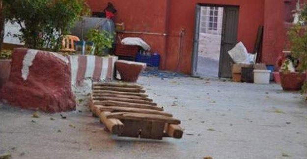 Polis tarihi Kızıl Kilise'nin kapısını kırdı