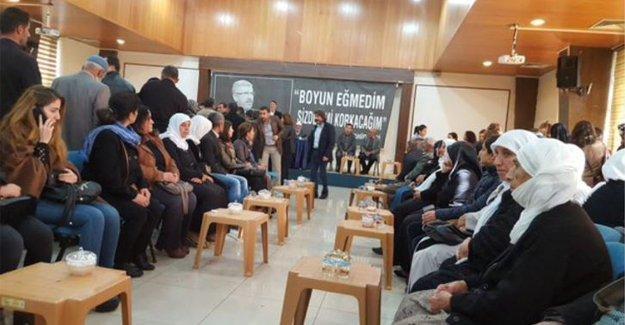 Roboski Aileleri, avukatları olan Tahir Elçi'nin taziyesindeydi