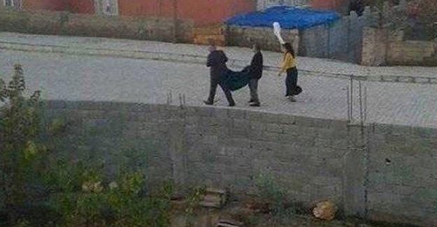 Silopi'de hastalanan çocuklarını ellerine 'beyaz bayrak' alarak hastaneye götürebildiler