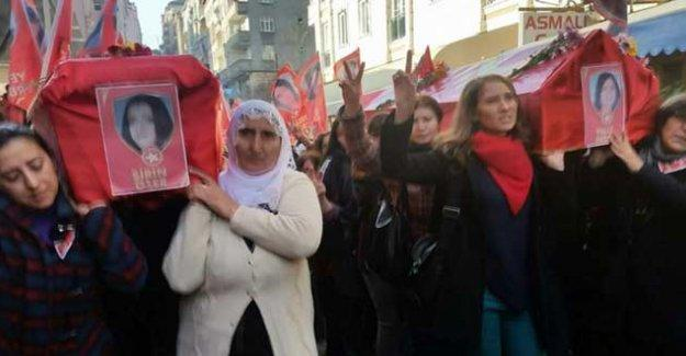Yeliz Erbay ve Şirin Öter, kadınların omuzlarında uğurlandı