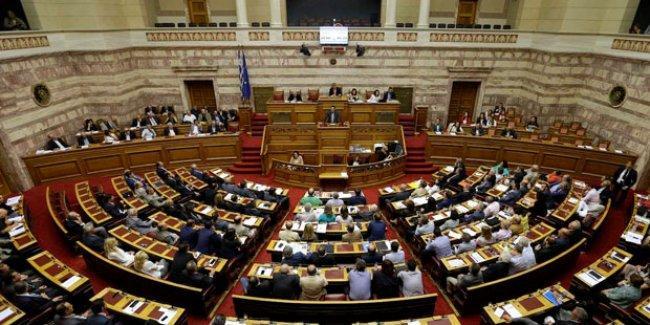 Yunanistan'da eşcinsel partnerliğe onay