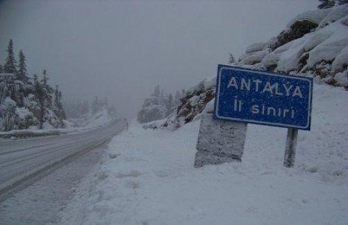 Antalya'nın 2 ilçesinde okullara kar tatili