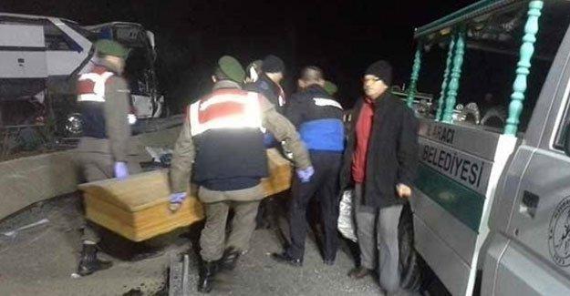 Balıkesir'de mültecileri taşıyan mülteci taşıyan araç kaza yaptı: Ölü ve yaralılar var