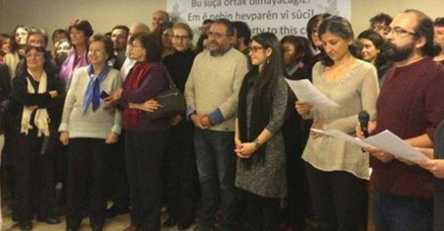Barış İçin Edebiyatçılar İnisiyatifi'nden 'akademisyenler'e destek