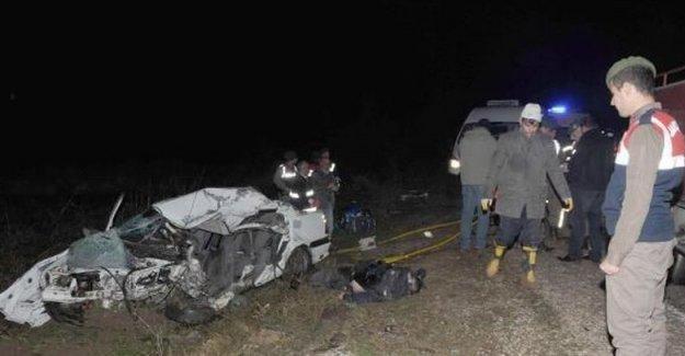 Çanakkale'de mültecileri taşıyan otobüs, otomobille çarpıştı: 6 ölü 30 yaralı