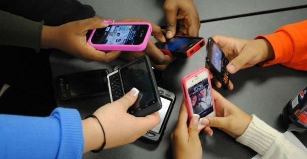 Cep telefonundan ve internetten bir gün bile ayrılamıyoruz