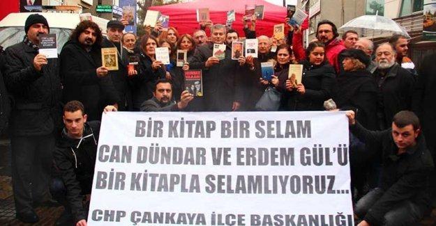 CHP tutuklu gazeticiler Dündar ve Gül için kitap kampanyası başlattı