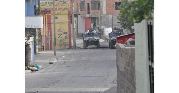 Cizre'de 1 özel harekat polisi hayatını kaybetti