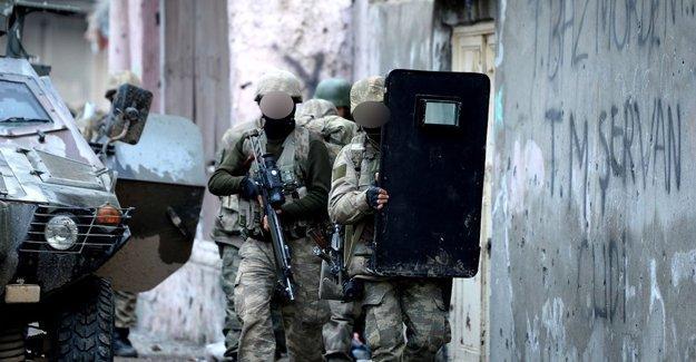 Cizre'de çatışma: 5 güvenlik görevlisi yaralı