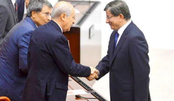 Davutoğlu, yeni anayasa için Bahçeli'den destek isteyecek