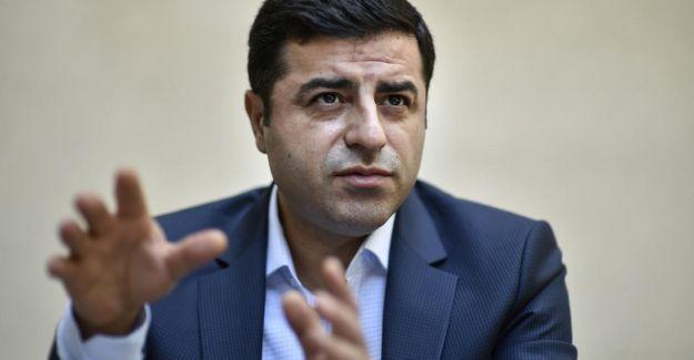Demirtaş: Türkiye'nin batısı yenilmişlik ruh halini yaşıyorken, Kürtler direnmenin coşkusunu yaşıyor