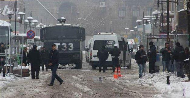Diyarbakır'da bir öğretmen başından vuruldu