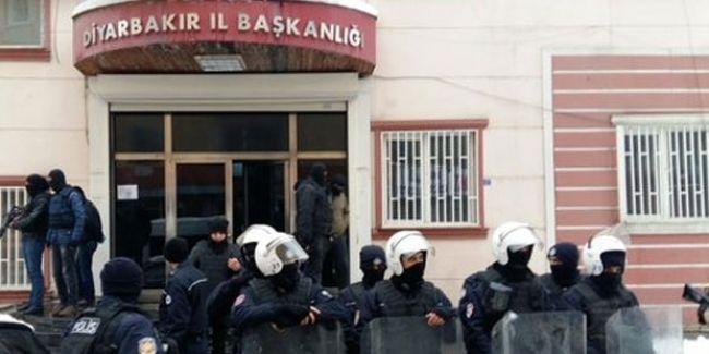 Diyarbakır'da DBP İl Başkanlığı binasına polis baskını