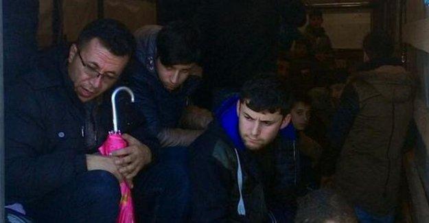 Edirne'de TIR dorsesinde boğulmak üzere 106 mülteci yakalandı