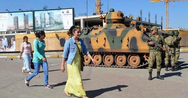 Financial Times: Türk Ordusu sokak çatışmalarına saplandı