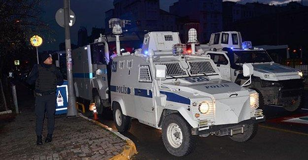 HDP Beyoğlu ilçe binasına polis baskını, arama yapılıyor