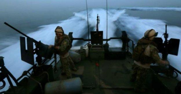 İran, Basra Körfezi'nde iki Amerikan askeri botuna el koydu